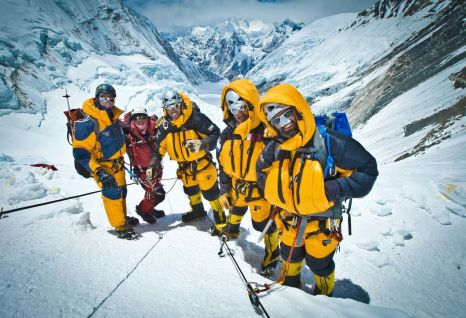 arabs-with-altitude-on-mt-everest