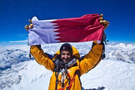 sheikh-mohammed-holding-qatari-flag